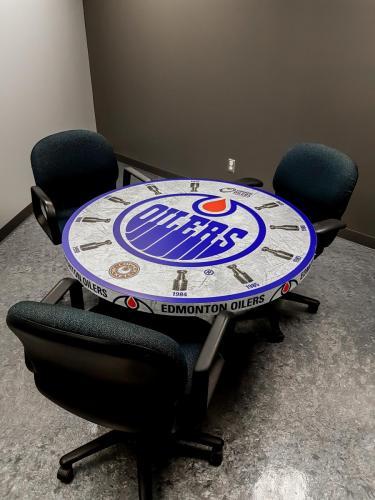 Edmonton Oilers Table - Specialty Item 1